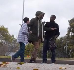 Impactante video muestra la reacción de los adultos ante el secuestro de un niño
