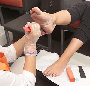 como eliminar callos en el dedo pequeno del pie