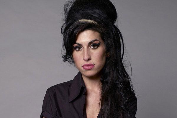 Ex Esposo De Amy Winehouse Niega Responsabilidades En La Muerte De La Cantante Emol Com