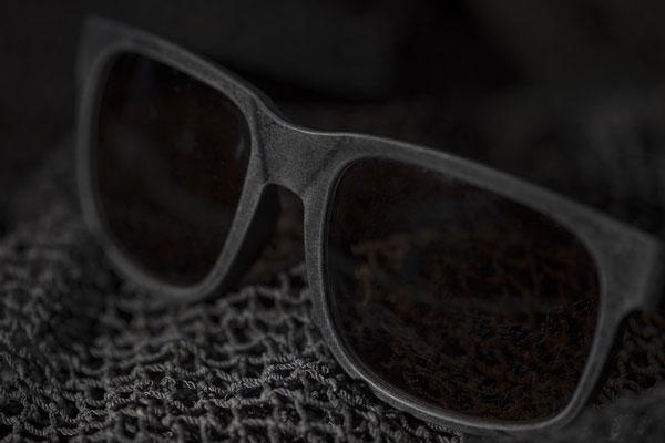 107c38a3e1 Chilenos crean los primeros anteojos de sol a partir de redes de plástico  para pescar | Emol.com