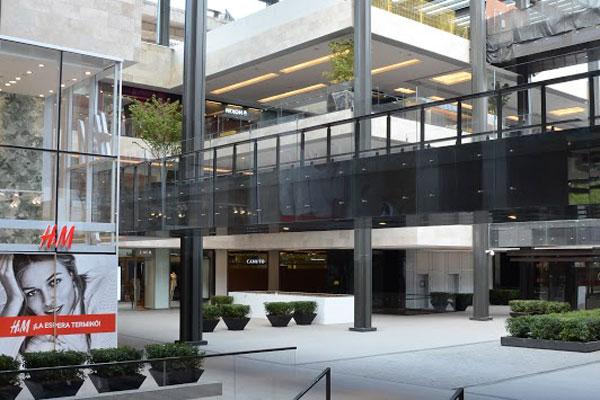 ad1f6724 Casacostanera hoy abre sus puertas con gran cantidad de tiendas que arriban  a Chile