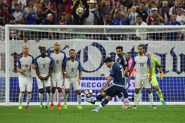Resultado de imagen para gol de messi tiro libre argentina