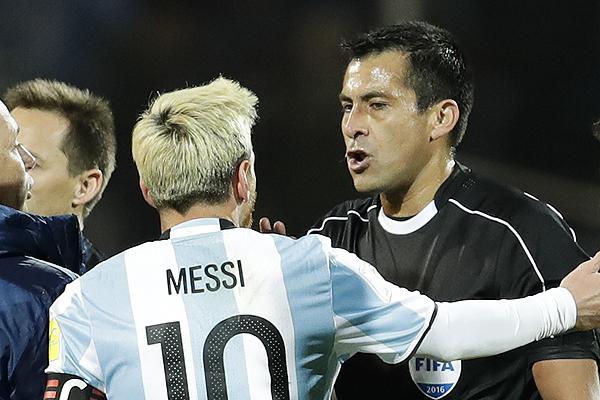 Árbitro que fue criticado por Lionel Messi dirigirá el duelo entre Deportes  Antofagasta y el Colo Colo de Guede | Emol.com