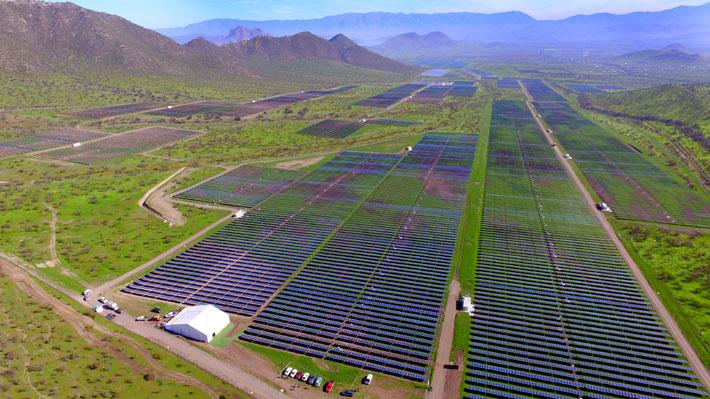 Tras los elogios de Al Gore: ¿Es Chile un ejemplo para el mundo debido a su expansión en energía solar?