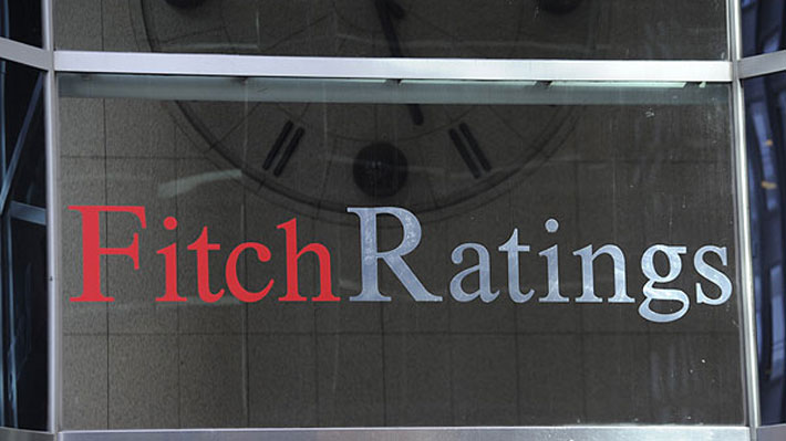 Agencia Fitch se suma a Standard & Poor's y degrada nota crediticia de Chile