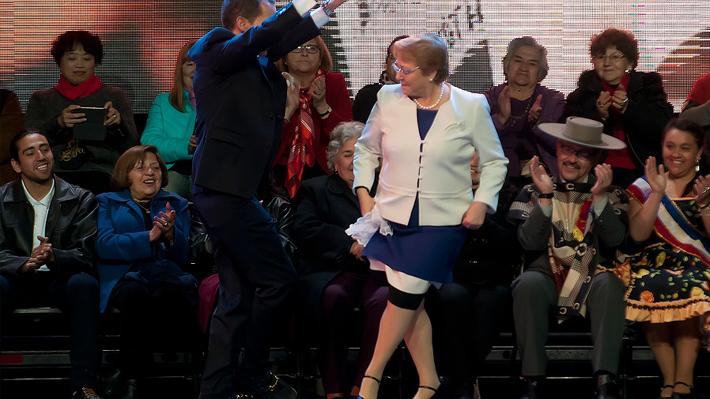 """Bachelet inaugura fondas con guiño a Piñera: """"Chita que somos montones, bien censados en abril"""""""