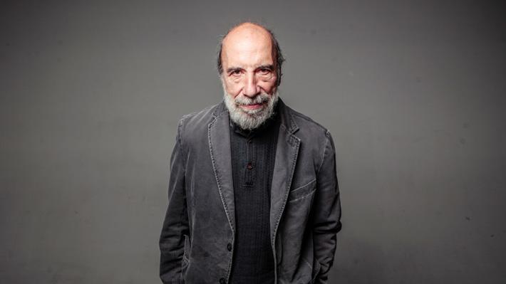 """Raúl Zurita y su crítica visión del Chile actual: """"Es un país arribista, egoísta, insolidario y sumiso culturalmente"""""""