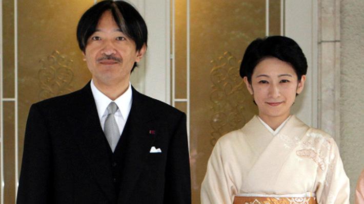 Akishino y Kiko, la historia de amor de los príncipes japoneses que hoy llegan a Chile