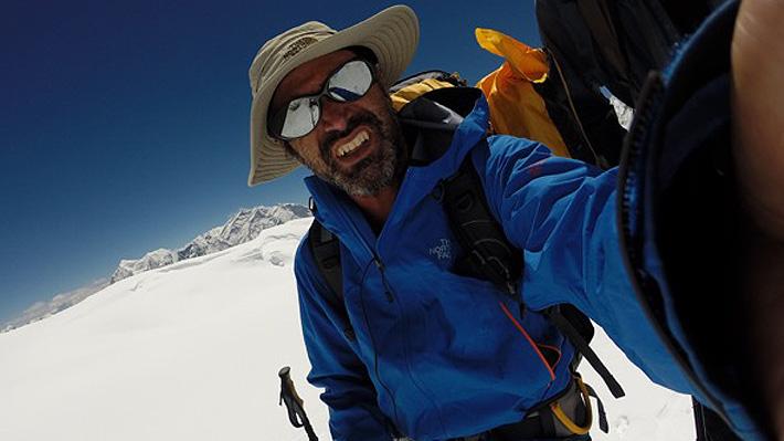 ¿Llegaron a la cumbre o no? Ponen en duda el histórico ascenso de chilenos a la séptima montaña más alta del mundo