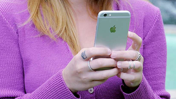 Mujer descubre que tiene cáncer luego de que una app de su celular la alertara sobre un lunar