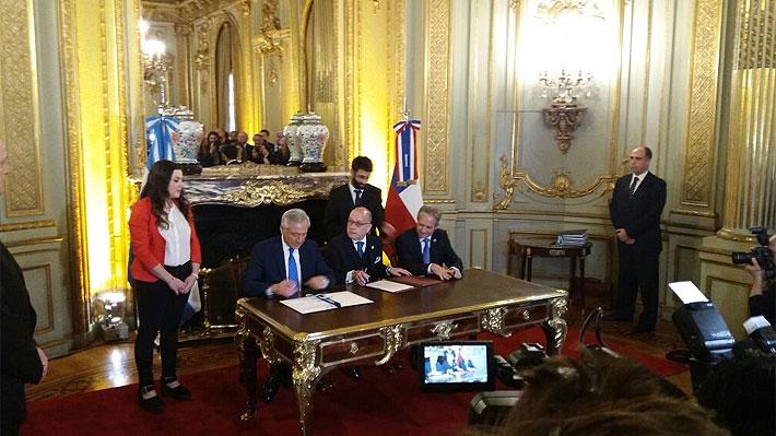 """Chile y Argentina firman """"histórico"""" y """"progresista"""" acuerdo comercial bilateral"""