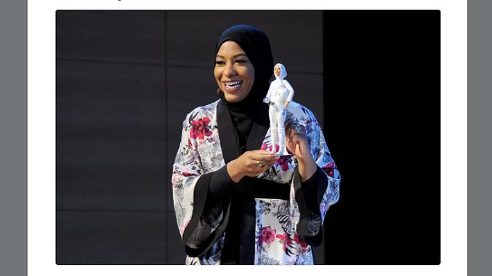 Esgrimista olímpica que compite con hijab es homenajeada con su propia versión de famosa muñeca