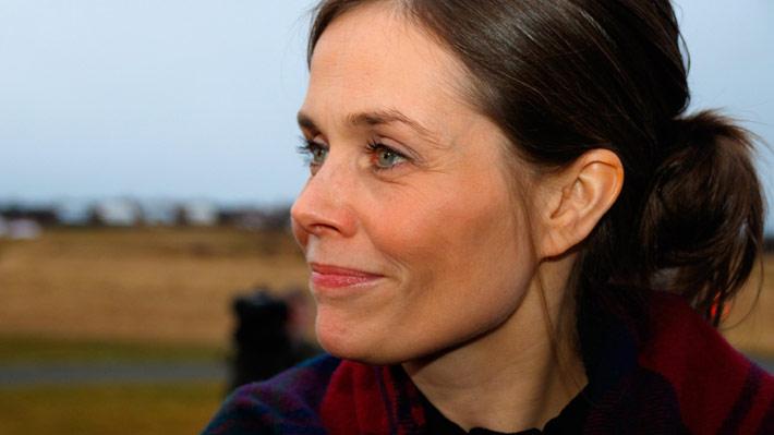 """Katrín Jakobsdóttir, la """"líder política más confiable de Islandia"""" que prohibió la diferencia salarial entre hombres y mujeres"""