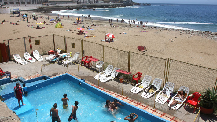 Infecciones urinarias, intestinales y otitis: El riesgo de contraer enfermedades en piscinas y playas y cómo prevenirlas