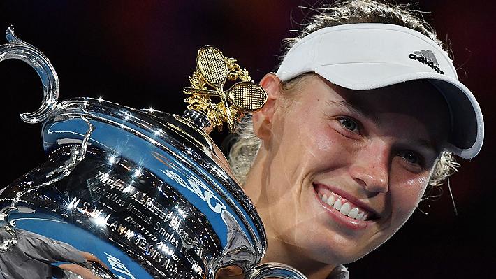 Australia tiene nueva reina: Caroline Wozniacki gana una espectacular final a Simona Halep y gana su primer Grand Slam