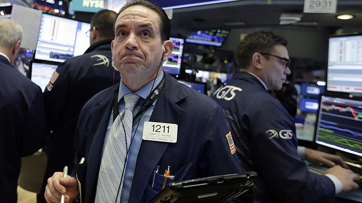 Pánico bursátil en Wall Street: Índice Dow Jones registra su peor caída en puntos de la historia