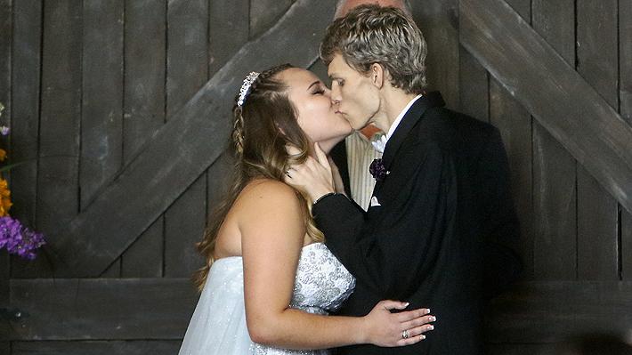 Joven estadounidense con cáncer terminal cumple su último deseo: casarse con su amor del colegio