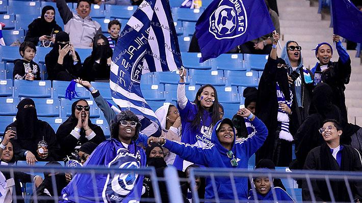 """Mujeres sauditas asisten por primera vez a un partido de fútbol: """"Significa que somos humanas"""""""