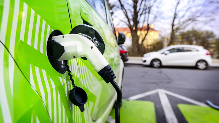 Fabricante de aspiradoras Dyson busca desbancar a Tesla con sus autos eléctricos