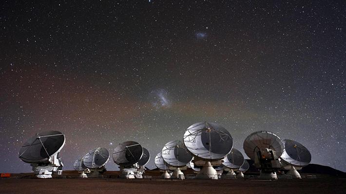 """Observatorio ALMA en Chile ayudará a captar por primera vez el """"corazón"""" de un agujero negro"""