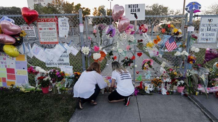 #NeverAgain: La campaña de los estudiantes que sobrevivieron al tiroteo en Florida y que exige reformas a la ley de armas