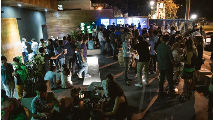 """Lo Barnechea restringe horario de locales nocturnos en Plaza San Enrique: """"Este es el último fin de semana de juerga"""""""