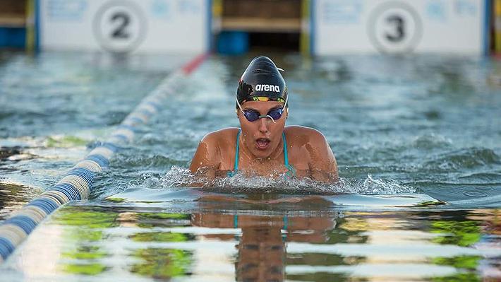 """Bárbara Hernández, la """"Sirena del Hielo"""" que apoyada por Luksic es la nueva 1 del mundo de natación en aguas gélidas"""