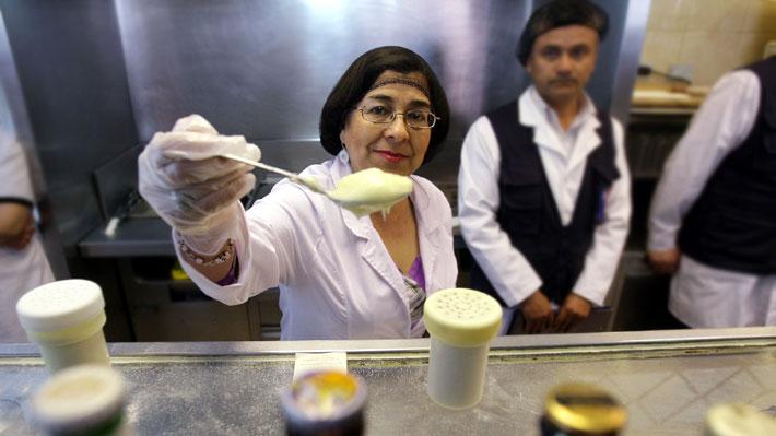 Fiscalizadora frecuente y enemiga pública de la mayonesa casera: Rosa Oyarce vuelve a la Seremi de Salud