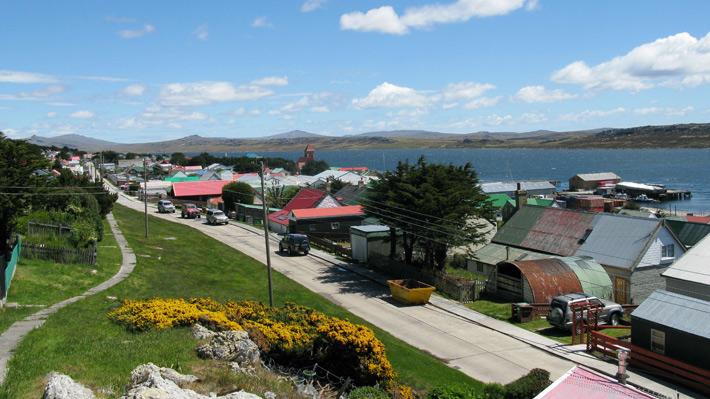 Familiares de soldados argentinos caídos en la guerra viajan a Malvinas