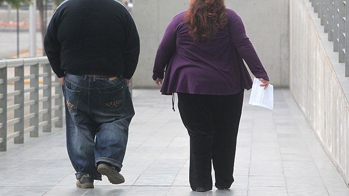 Estudio sobre obesidad revela que hombres subieron 9,4 kg y mujeres 8,5 kg en los últimos 40 años en Chile