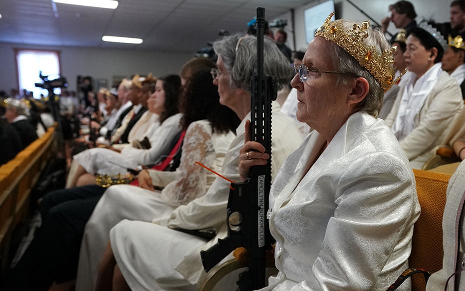 Fotos: La iglesia en EE.UU. que realiza misas con sus feligreses armados