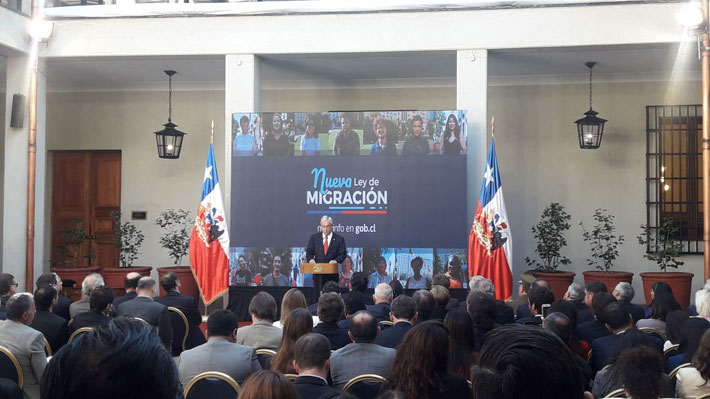 """Piñera al firmar proyecto de migración: """"Ha llegado el momento de poner orden en este hogar que compartimos"""""""