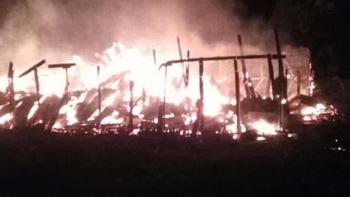 Ataque incendiario en fundo en Lautaro: desconocidos queman galpones y maquinaria forestal en La Araucanía