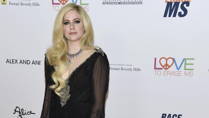 Avril Lavigne rompe su silencio musical de cinco años con nuevo disco y un look más maduro