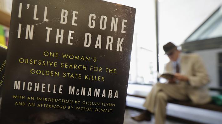 """""""I'll Be Gone in the Dark"""": El libro que logró que atraparan a un asesino serial prófugo por 40 años"""
