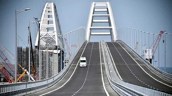 Se concreta la anexión: Putin inaugura puente que une a Crimea con Rusia continental