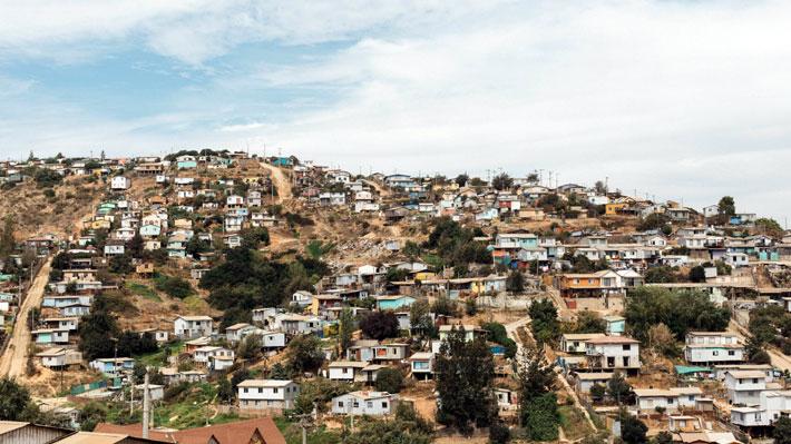 Radiografía a los campamentos en Chile: Más de la mitad de las familias vive en Valparaíso, Biobío y Antofagasta