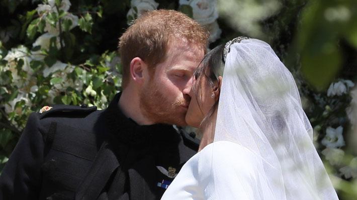 """Desde """"sellado con un beso"""" a """"el inicio de una nueva era"""": Así informó la prensa internacional la boda real"""