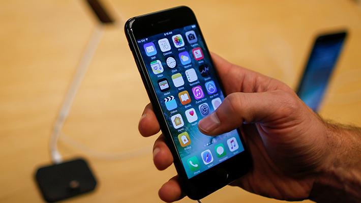 Apple recibe demandas ante su mecanismo que disminuye la capacidad de funcionamiento en el iPhone