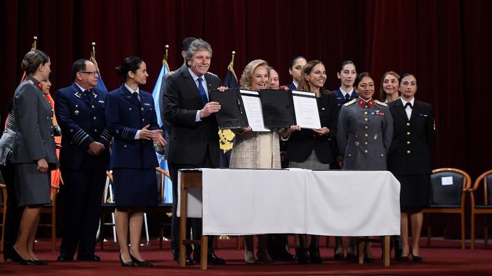 Ministerios de la Mujer y Defensa firman convenio para promover igualdad de género
