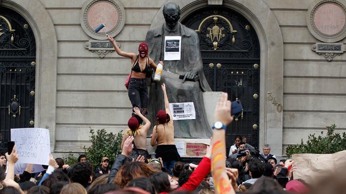 De la marcha en la Alameda a la toma de Casa Central: La compleja ...
