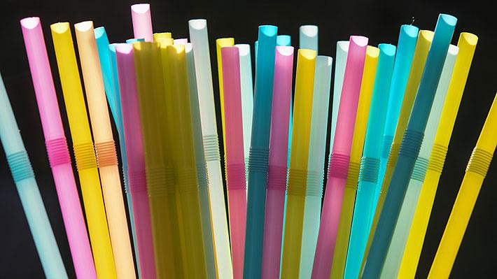 La Comisión Europea quiere prohibir los 10 productos plásticos que más contaminan playas y océanos