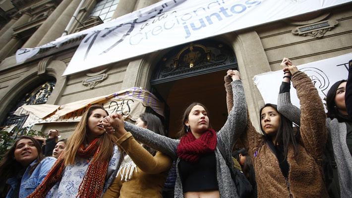 Evaluación a la toma feminista de la UC: Sánchez sale airoso y destacan ausencia de violencia