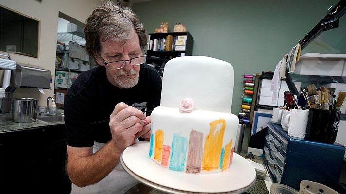 Caso se remonta a 2012: Justicia da la razón a pastelero que se negó a hacer una torta a pareja gay en EE.UU.