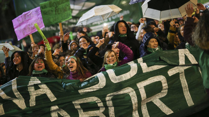 Miles de personas marchan en Argentina en contra de la violencia machista y por la legalización del aborto