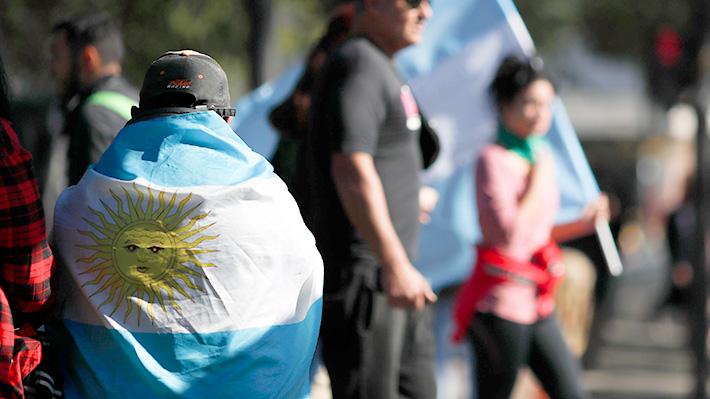 """Argentina vuelve a estar """"sentada en una bomba de tiempo"""" pese a las expectativas por el gobierno de Macri"""