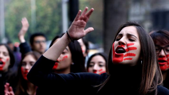 La Real Academia Española recibe críticas feministas a causa del lenguaje inclusivo