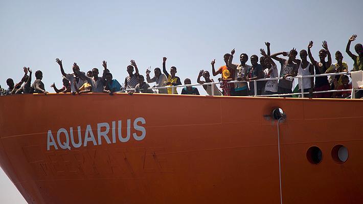 """Macron denuncia la """"irresponsabilidad"""" de Italia por negarse a acoger el buque con migrantes """"Aquarius"""""""
