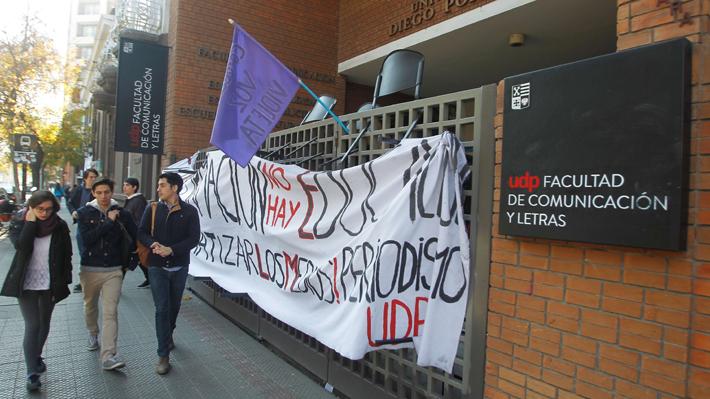 """Compañeres, nosotres y todes: Universidad Diego Portales implementará el uso de un """"lenguaje inclusivo"""""""