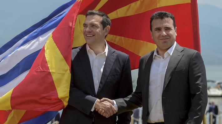 Gobiernos de Grecia y Macedonia firman histórico acuerdo que pretende resolver disputa por nombre de país
